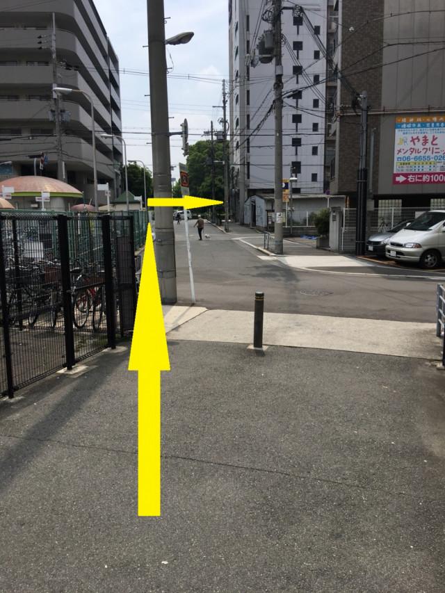 自転車置き場をまっすぐ